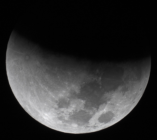 partial umbral lunar eclipse phase during supermoon, 2015